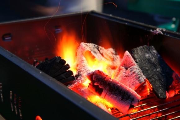押える要素は3つだけ!バーベキューで使える上手な炭火の起こし方